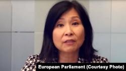 Angela Hwang, director la Pfizer Global