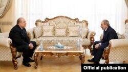 Armenian President Armen Sarkisian (left) and Prime Minister Nikol Pashinian (file photo)