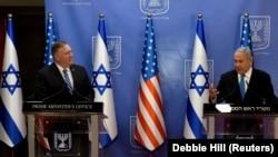 Mike Pompeo (stânga) și Benjamin Netanyahu