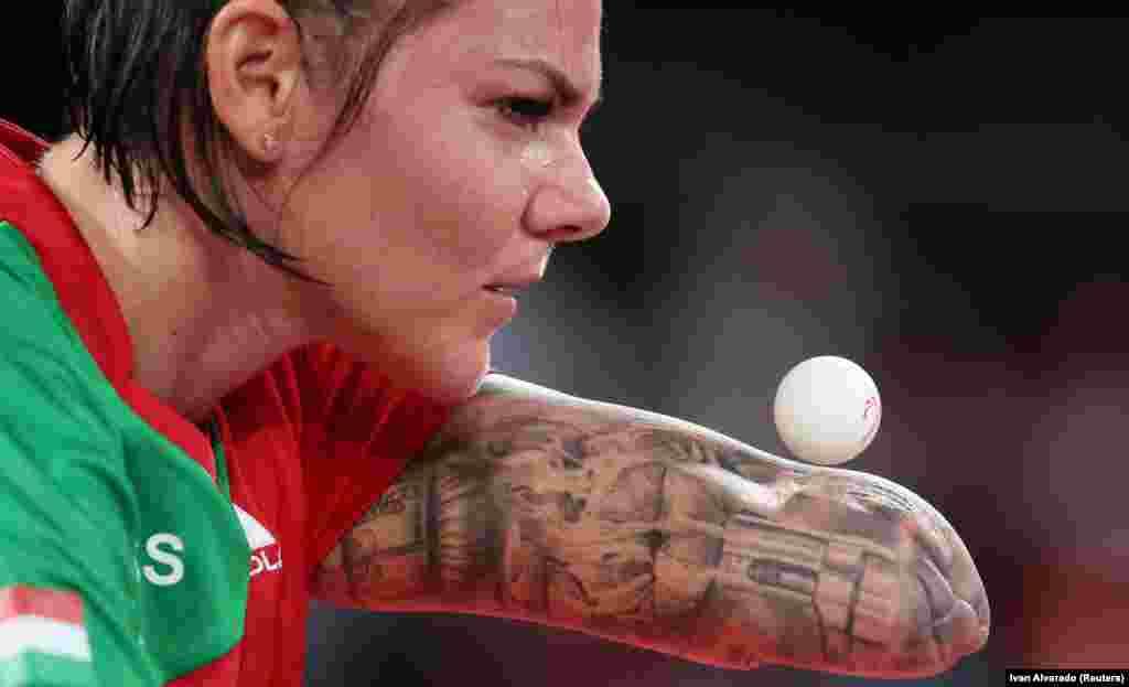 A magyar asztaliteniszező Szvitács Alexa a brazil Danielle Rouen elleni meccsen