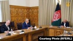 محمداشرف غنی رئیس جمهوری افغانستان در دیدارش با زلمی خلیلزاد نماینده ویژه امریکا برای صلح افغانستان
