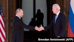 Ҷо Байден, президенти ИМА ва Владимир Путин, президенти Русия