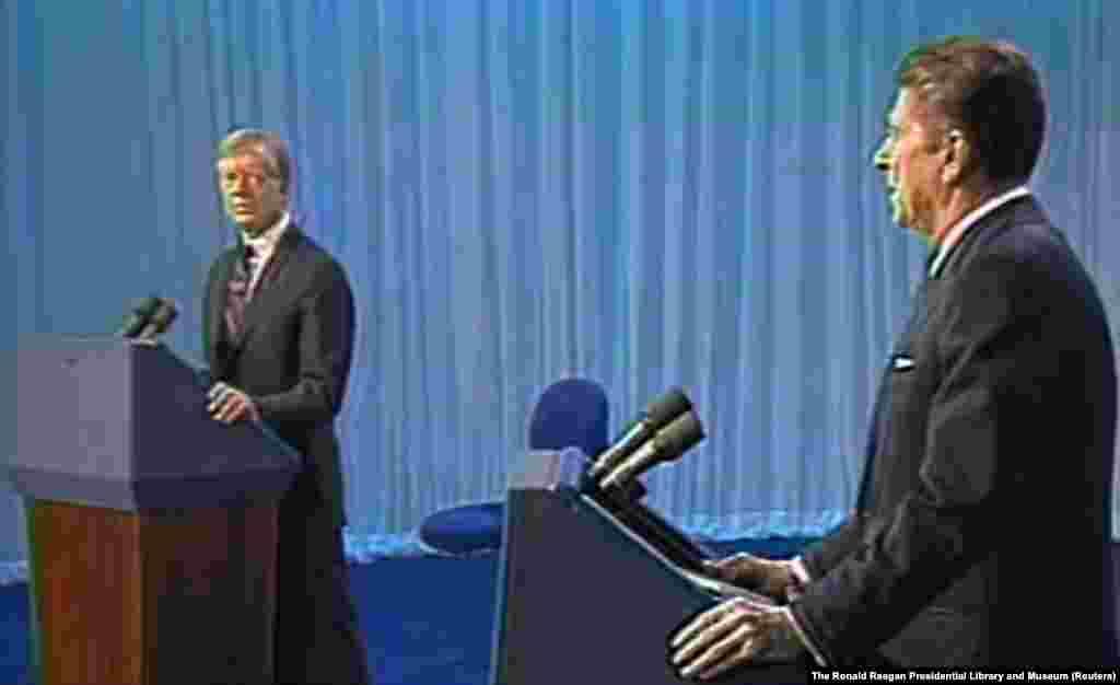 1980 год. Картер появился на вторых дебатах с республиканцем Рональдом Рейганом после бойкота первых из-за того, что в них был включен сторонний кандидат Джон Андерсон. Президент обвинил Рейгана в том, что он планировал сократить финансирование программы Medicare для пожилых людей. Рейган, который уже жаловался, что Картер искажает свою позицию по ряду вопросов, сказал: «Ну вот, опять» и улыбнулся, вызвав смех аудитории. Рональд Рейган стал следующим президентом США