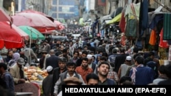 Торговая улица в Кабуле, 12 апреля 2021