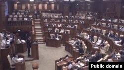 Moțiunea de cenzură dezbătută în parlament