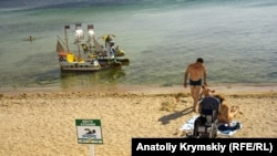 Пляж в Евпатории, сентябрь 2020 года