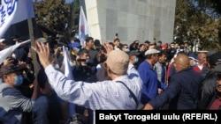 Бишкек, 2020 йилнинг 5 октябри. Митинглар бошланиши олдидан олинган сурат.