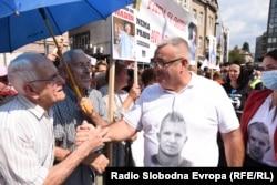 Otac Dženana Memića Muriz Memić na protestima s građanima u Sarajevu, 11. septembra, 2021.