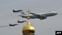 Ил-80 над Москвой во время репетиции парада в 2010 году