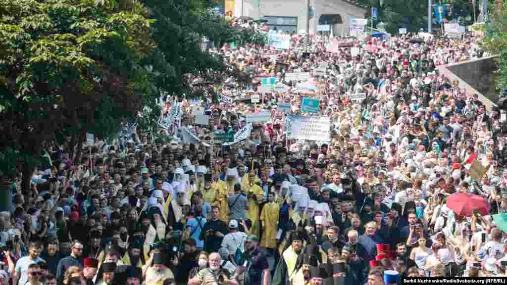 За оприлюдненими даними Національної поліції, нахресну ходу УПЦ (Московського патріархату) зібралися приблизно 55 тисяч громадян