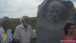 Հայրենի Լոռիում տեղադրվեց Մաթեւոսյանի արձանը