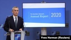 Secretarul general al NATO, Jens Stoltenberg, prezintă, în 2020, Raportul Anual al NATO la Bruxelles .