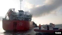 Пожар на нефтяном танкере «Генерал Ази Асланов» в Азовском море 25 октября 2020 года