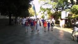 Школьники Ялты прошли 1,5 километра в акции «1000 шагов здоровья» (видео)