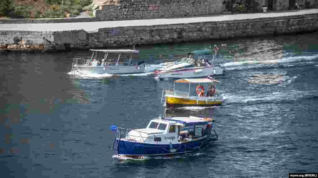 Прогулянкові катери і човни в Балаклавській бухті