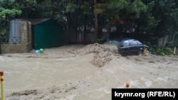 Последствия наводнения в Ялте