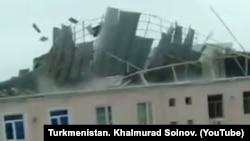 Ураган повредил крыши жилых домов в Лебапском велаяте Туркменистана
