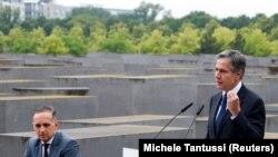 Secretarul de Stat american, Antony Blinken, într-o conferință alături de ministrul de externe al Germaniei, Heiko Maas, în timpul vizitei sale la Memorialul Holocaustului de la Berlin, 24 iunie 2021.