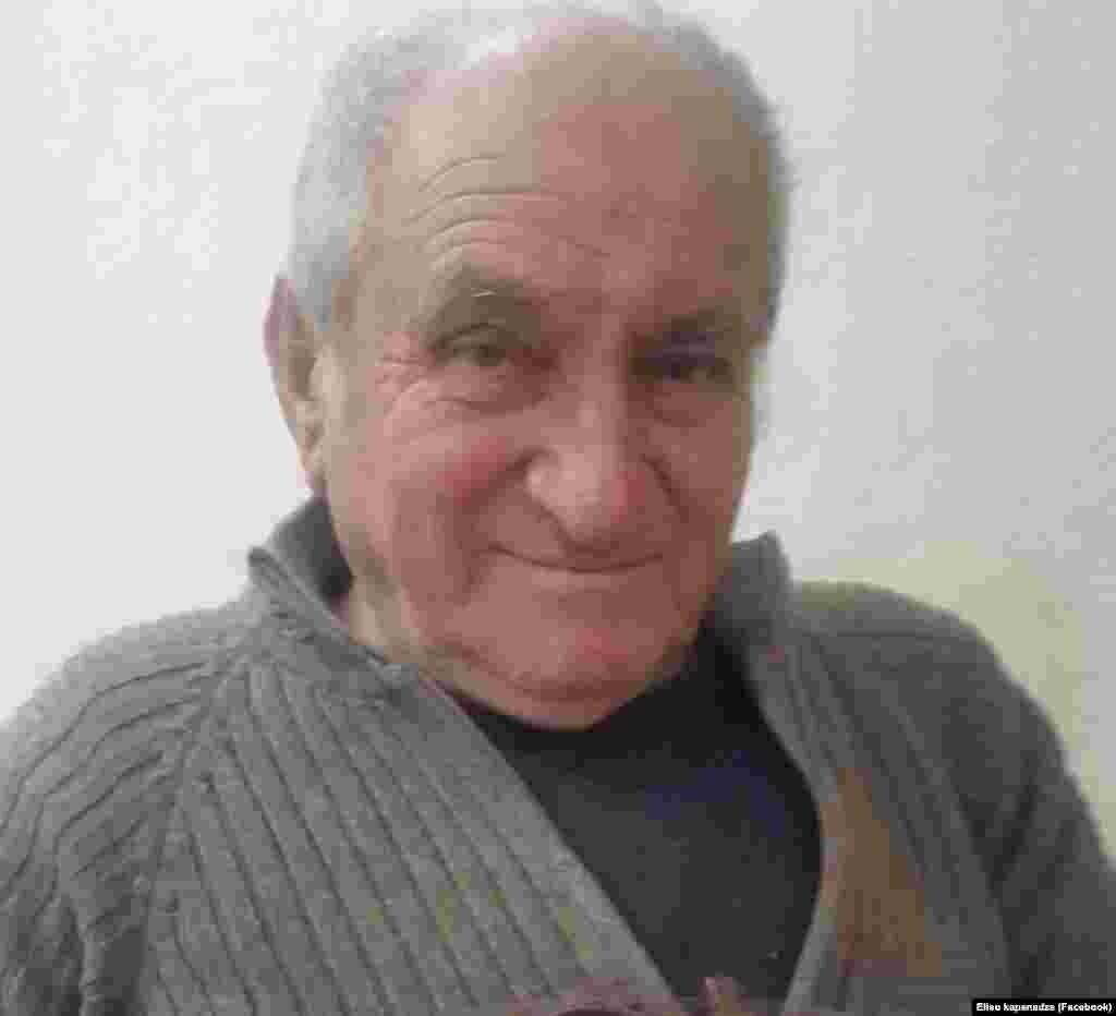 ეს 81 წლის ომარ კაპანაძეა, დღეს ვაქცინის გასაკეთებლად ჭიათურიდან საჩხერეში ჩავიდა.