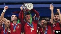 Кристиано Роналдо и съотборниците му, които спечелиха Евро 2016 във Франция, отново са сред най-добрите отбори