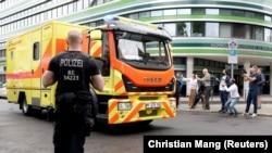 Машина скорой помощи, которая, как сообщается, доставила Алексея Навального в клинику в Берлине. 22 августа 2020 года.