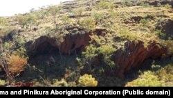 Батыш Австралия штатындагы кенге бай Пилбара чөлкөмүндөгү Жуукан капчыгайында 2020-жылдын 25-майына чейин сакталган ыйык делген үңкүрлүү жай.