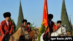 Ашғабаттағы әскери парад.