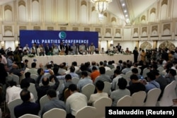 Leaders of the Pakistan's opposition political parties address the closing session of the All Parties Conference (APC) in Islamabad on September 20.
