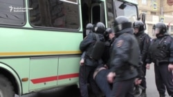 Police In Krasnoyarsk Detain Anti-Putin Protesters