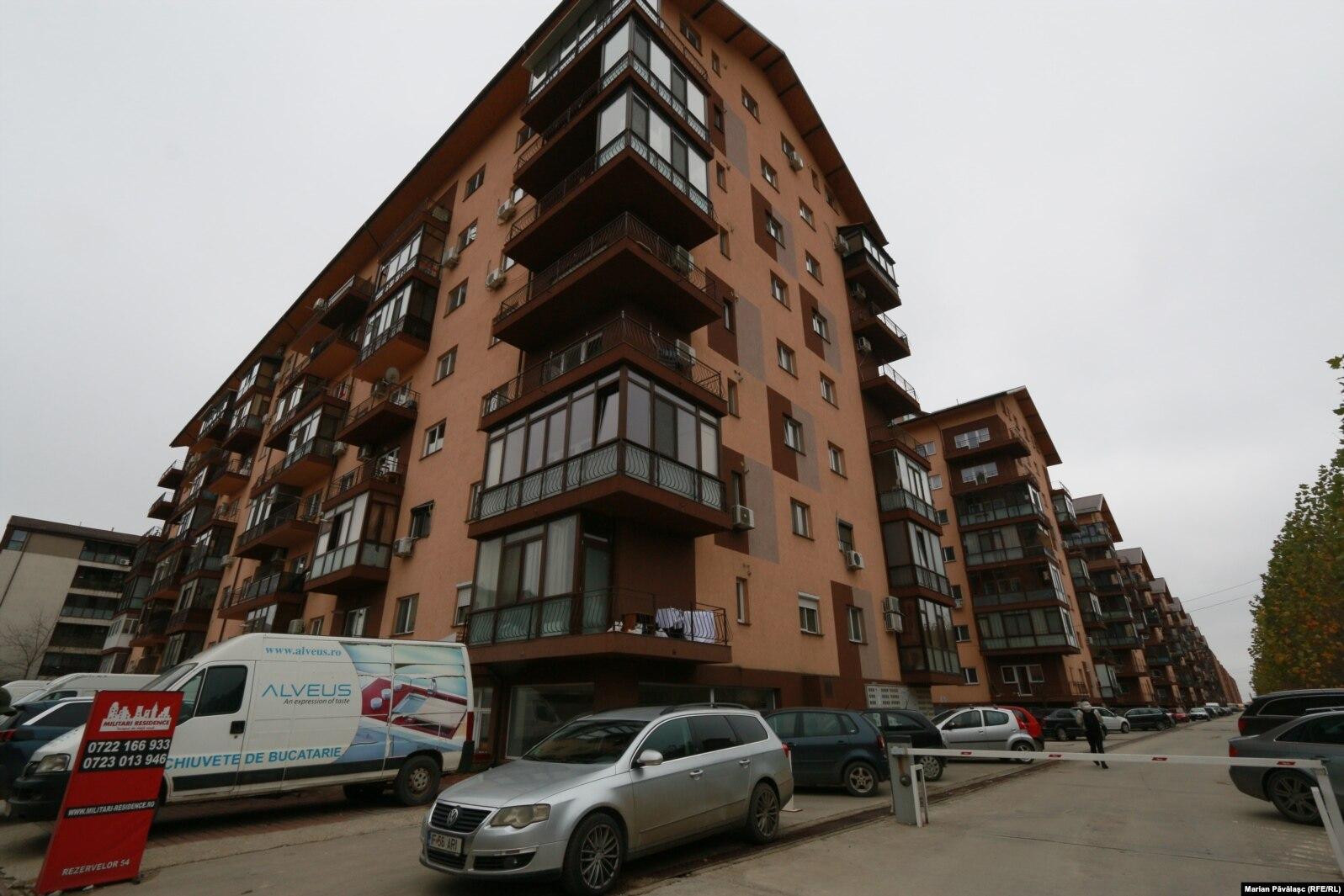 În unele zone din București și Ilfov s-au construit și câte 20-30 de blocuri identice, unul lângă altul