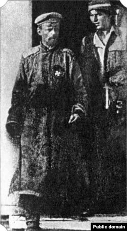 Барон Роман фон Унгерн-Штернберг (слева) и красный командир Петр Щетинкин после пленения Унгерна