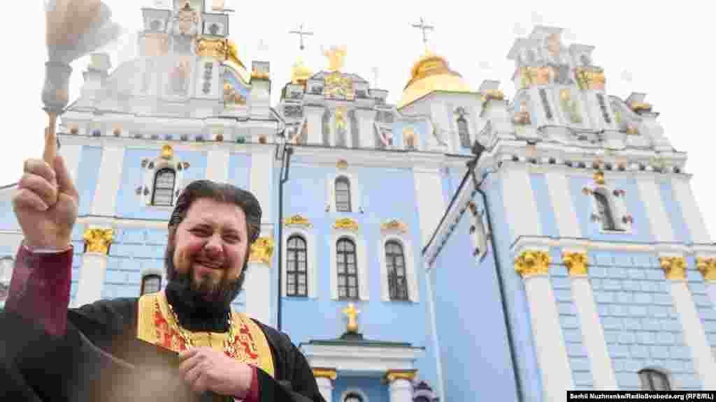 У Великдень серед православних християн прийнято говорити «Христос Воскрес! Воістину Воскрес!»