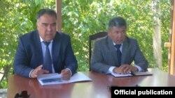 Кыргызстандын Баткен облусунун башчысы Абдикарим Алимбаев жана Согд облусунун губернатору Ражапбай Ахматзода. 16-июндагы жолугушуу.