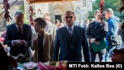 Pintér Sándor belügyminiszter, Hegedűs Zsuzsa miniszterelnöki főtanácsadó és Kontrát Károly államtitkár az országos közfoglalkoztatási kiállításon 2015-ben