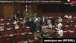 Լարված իրավիճակ խորհրդարանի նիստերի դահլիճում, Երևան, 11-ը օգոստոսի, 2021թ.
