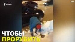 Пенсионерка в Уфе взяла в руки топор, чтобы прорубить себе дорогу