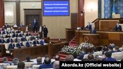 Токаев выступает с «посланием народу» в стенах парламента. Нур-Султан, 1 сентября 2021 года