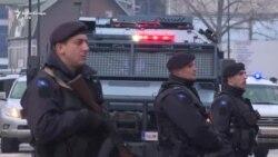 Turma reagon teksa Gjuriq sjellet nga policia në Prishtinë