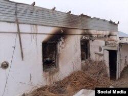 Сгоревшая времянка снаружи. Кызылорда, 18 февраля 2021 года.
