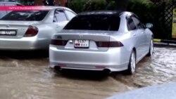 Сель и ливень затопили Чолпон-Ату, главный курорт Иссык-Куля
