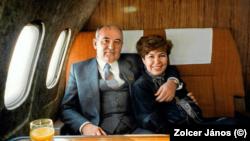 Mihail Gorbacsov, az SZKP főtitkára feleségével Raiszával egy hivatalos úton