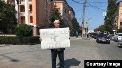 Пикет Эдуарда Атаева в поддержку Абдулмумина Гаджиева