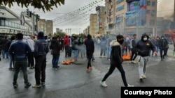 عکس مربوط به اعتراضات آبان ۹۸ است