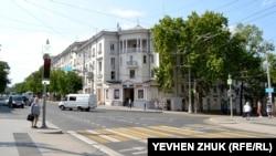 Перекресток улицы Большой Морской с улицами Суворова и Адмирала Октябрьского