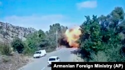 Нагорно Карабах- наводно азербејџански вооружени сили пукаат ракети во Степанакерт, 2.10.2020