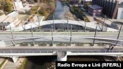 Glavni most na reci Ibar koji deli severni i južni deo Mitrovice