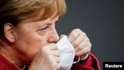 Германският канцлер Ангела Меркел обяви, че Европейския съюз ще вземе решение относно употребата на ваксината на Pfizer и BioNTech до 29 декември