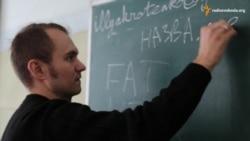 Студент після революції та війни працює в школі (відео)