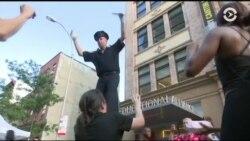 Как американские полицейские «ходят в народ»