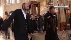 У Грузії священники освячують вулиці Тбілісі, щоб запобігти коронавірусу – відео